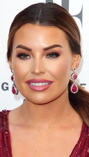 Jess Wright Wearing Poundland Lashes Filter Famous