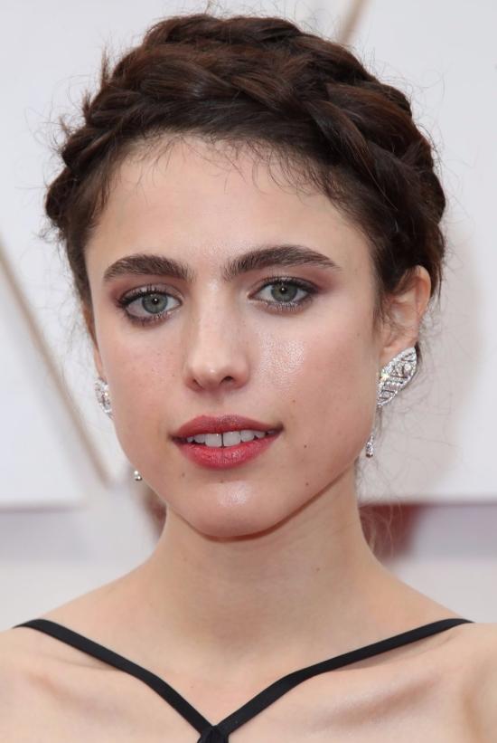 margaret-qualley-oscars-makeup-wearing